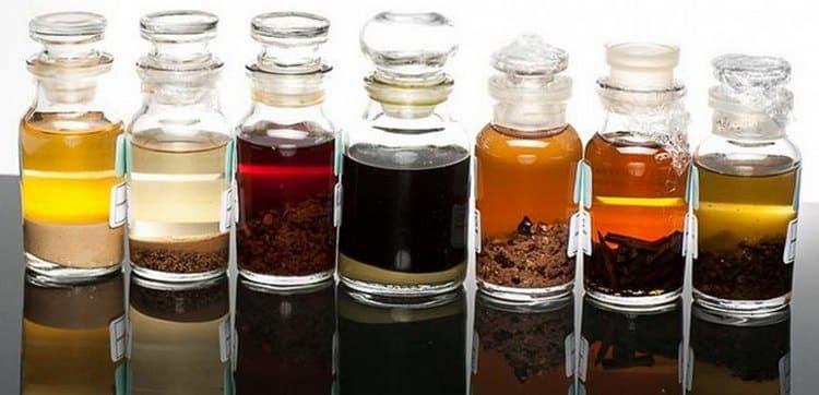 Есть разные ароматизаторы для самогона.
