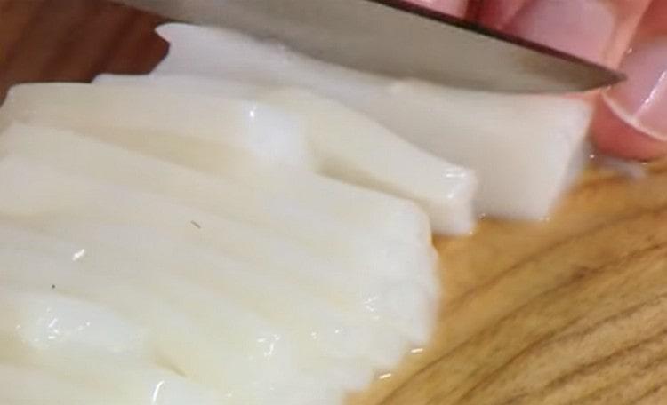 А вот еще один способ приготовить кальмары к пиву.
