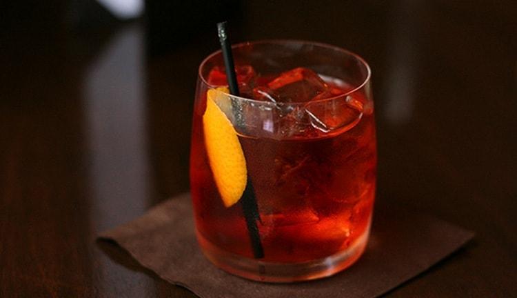 Узнайте классический рецепт коктейля Американо.