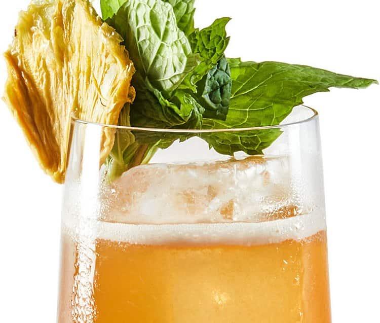 Любой алкогольный коктейль с гренадином хорошо освежает.
