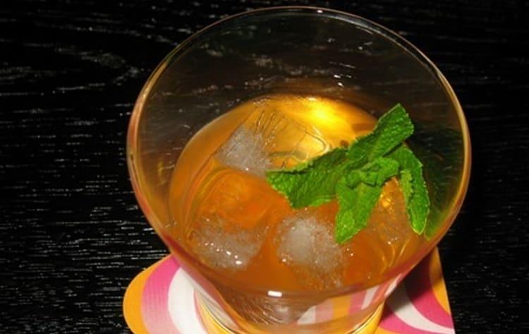 Хорошо сочетается в коктейля портвейн и трипл-сек.