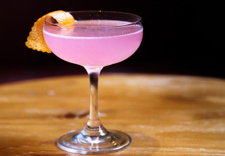 А вот коктейль Космополитен с саке.