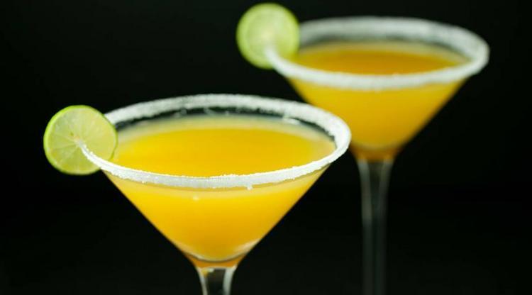 А вот рецепт апельсинового коктейля Космополитен в домашних условиях.