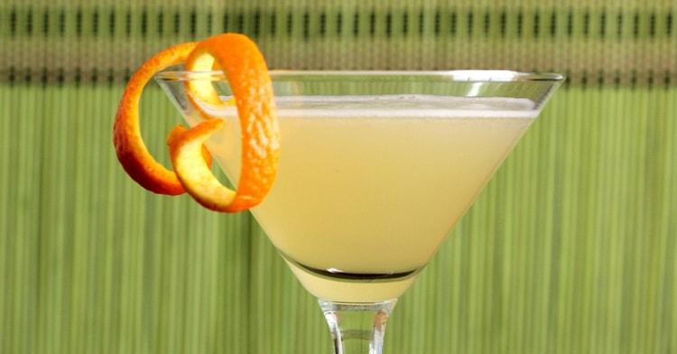 Можно этот коктейль приготовить даже с киви.