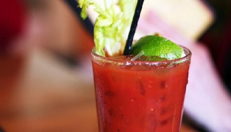 В состав этого коктейля не обязательно должна входить водка с томатным соком, его можно сделать и безалкогольным.