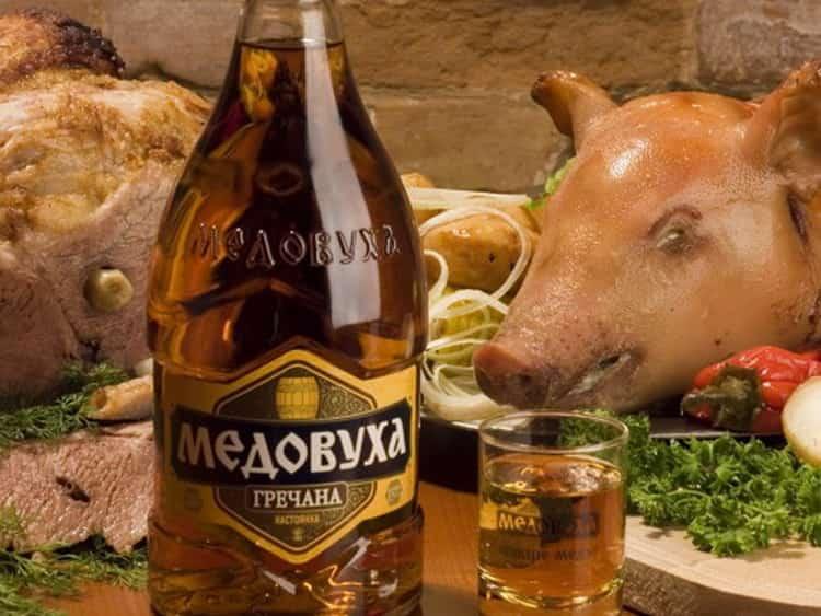 Как подается русский напиток медовуха