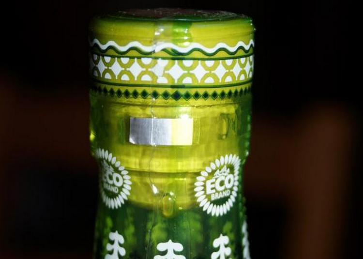 При покупке всегда важно обращать внимание на пробку в этой водке, так как она является особенной.