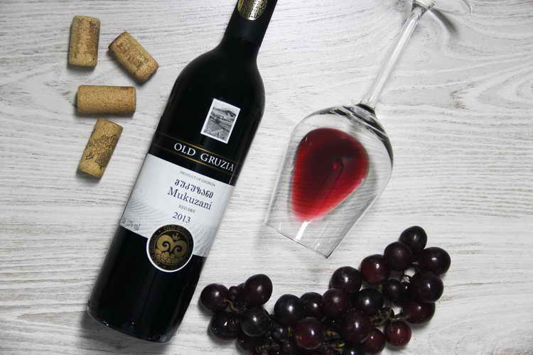 мукузани вино