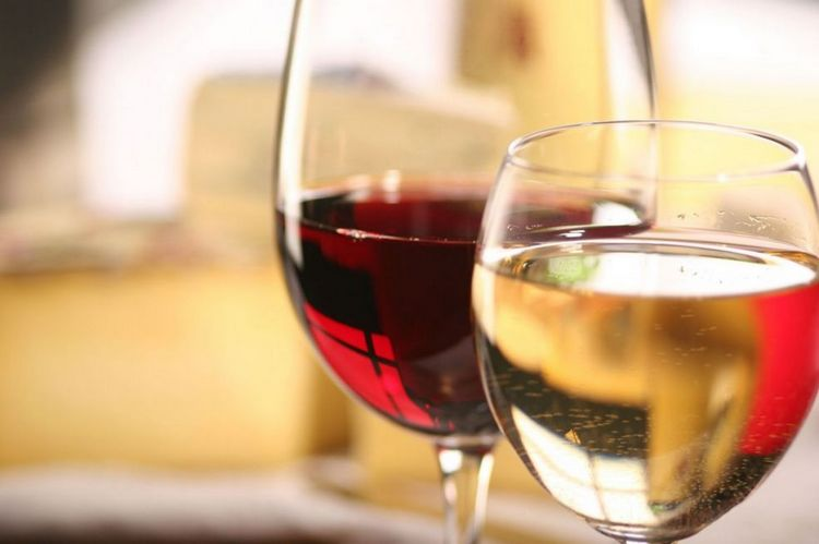 Вино мускат бывает красное, сухое, белое полусладкое.