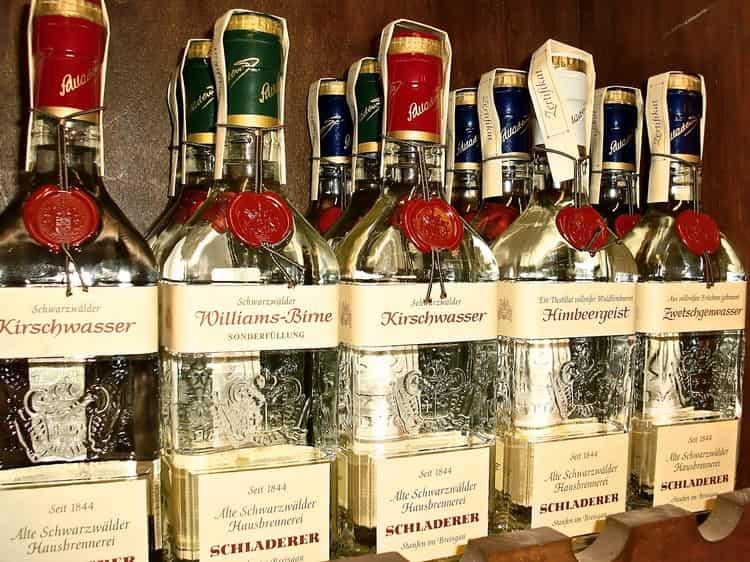 Приобретая такой напиток, важно обращать внимание на наличие акцизной марки и оформление бутылки.