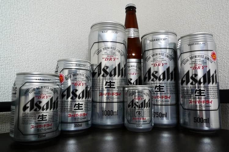 Японское пиво Asahi поставляется на рынок в самой разнообразной таре.