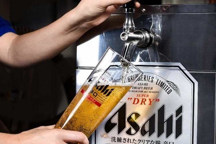 Пиво Асахи достаточно дорогое, но тем не менее пользуется огромной популярностью.