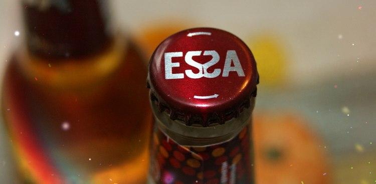 Отличительной чертой пивного напитка Эсса является особая крышечка.