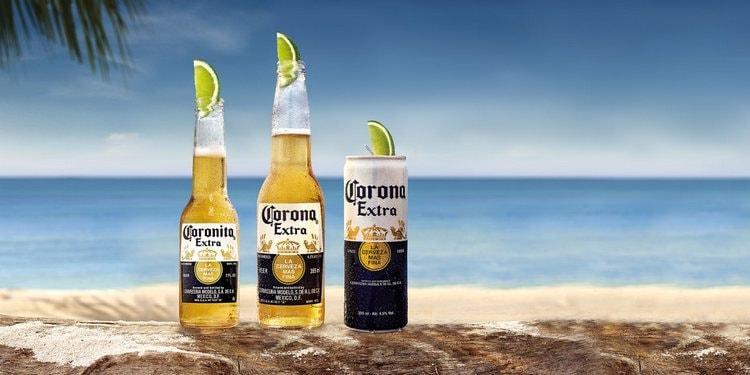 Производитель предлагает пить пиво Корона экстра с лаймом.