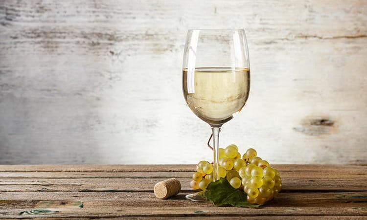 Как и с чем подавать сладкое полусухое вино