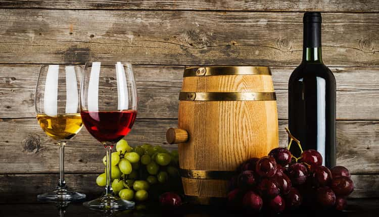 красное и белое полусухое вкусное вино