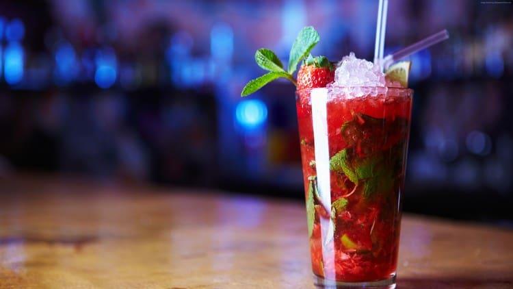 предлагаем рецепты самых популярных алкогольных коктейлей на любой вкус!