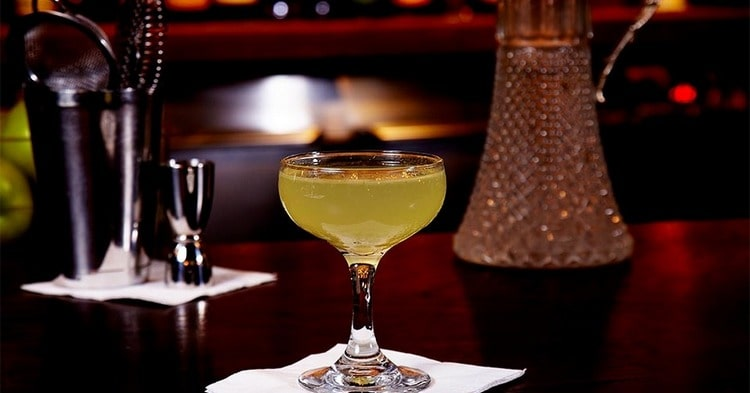 лучшие алкогольные коктейли можно приготовить и в домашних условиях.