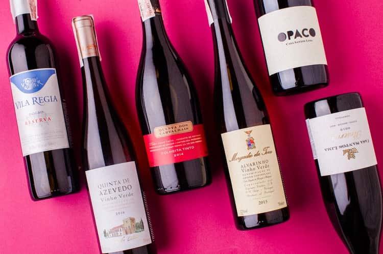 Красное вин из Португалии порадует насыщенным вкусом и изысканным ароматом.