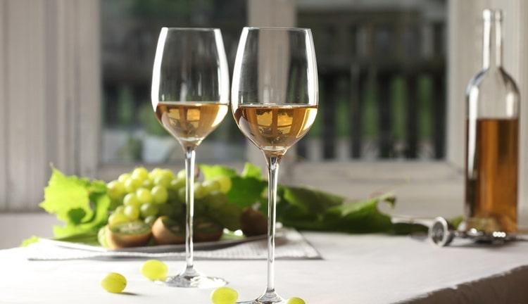 Португальское игристое вино станет прекрасным аперитивом.
