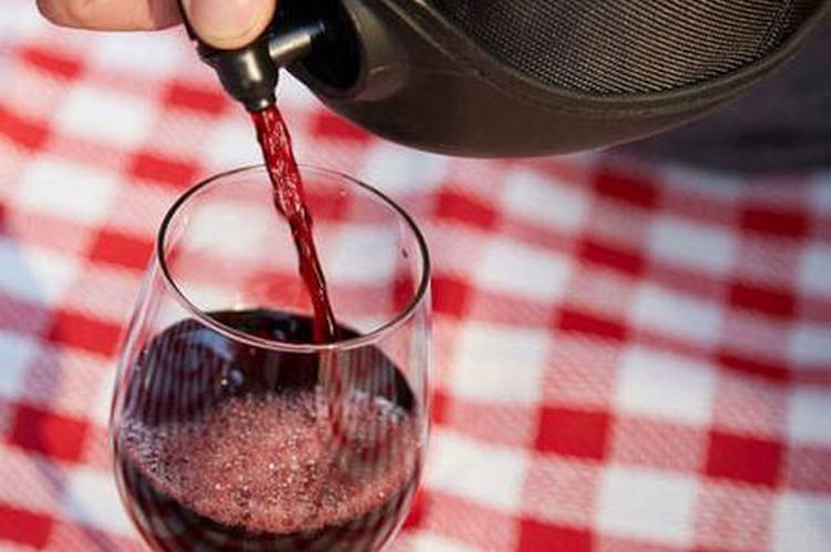 Разливное вино на самом деле пользуется достаточно большой популярностью.