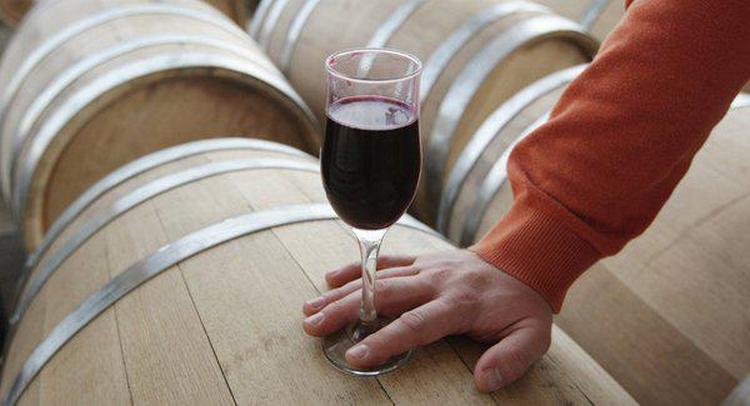 Цвет напитка напрямую зависит от сорта винограда, из которого он сделан.