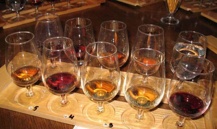 Удачно продегустировать вина на разлив можно, к примеру, на заводах во время экскурсий.