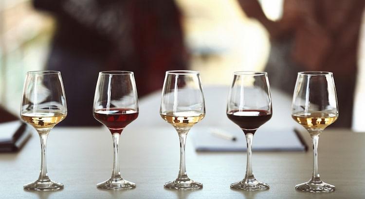 Важно также знать, теплым или холодным пьют вино.