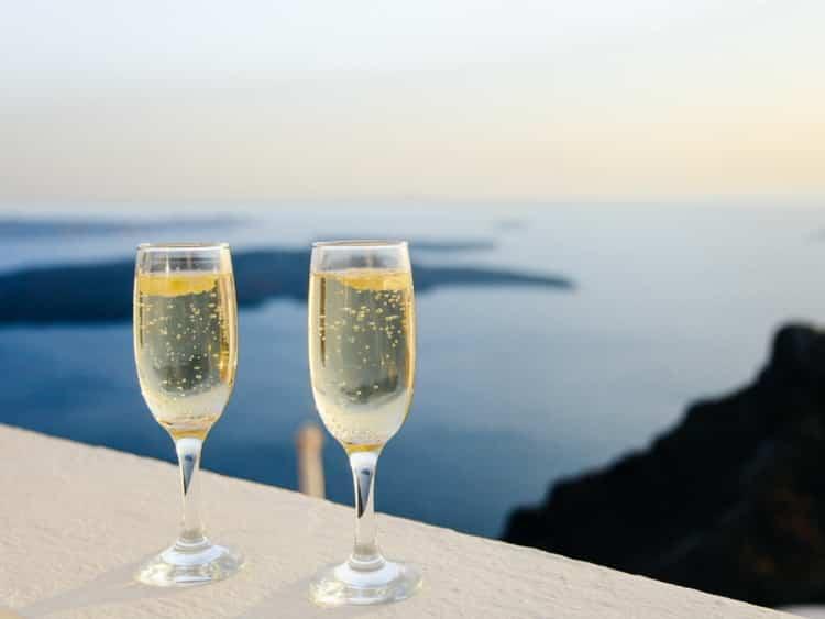Как подавать советское шампанское полусладкое