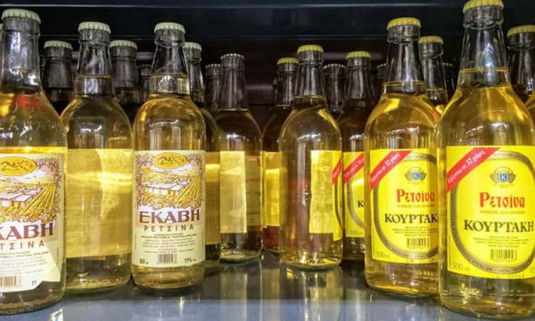 Какие бывают виды греческого вина со смолой