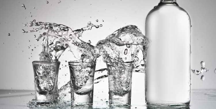 Как правильно разбавить самогон водой