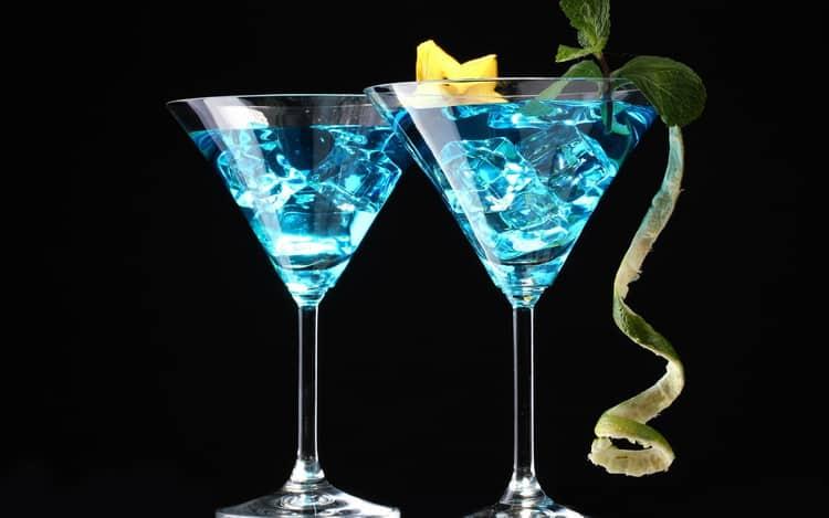 Как делать алкогольный коктейль голубая лагуна