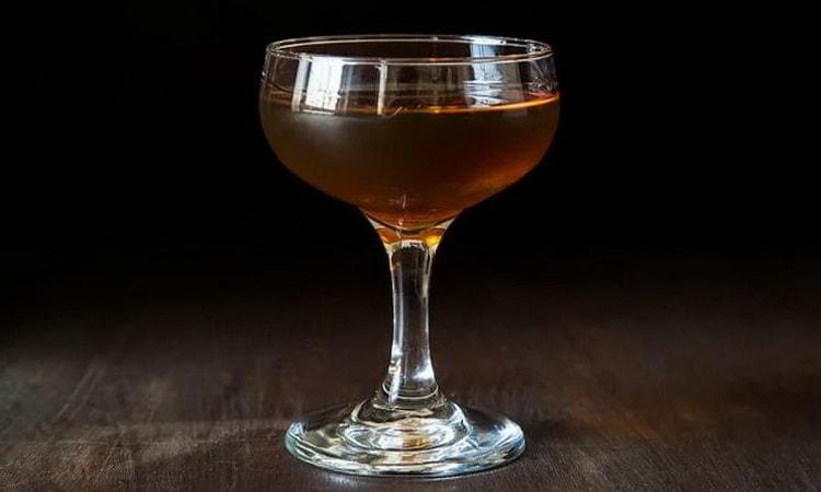 Вкусный и простой коктейль манхэттен