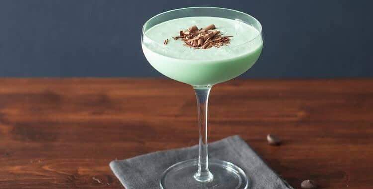Как сделать коктейль Кузнечик в домашних условиях