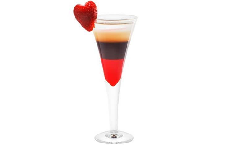 Как делать коктейли алкогольные слоеные
