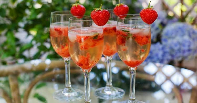Что нужно для приготовления коктейлей с шампанским