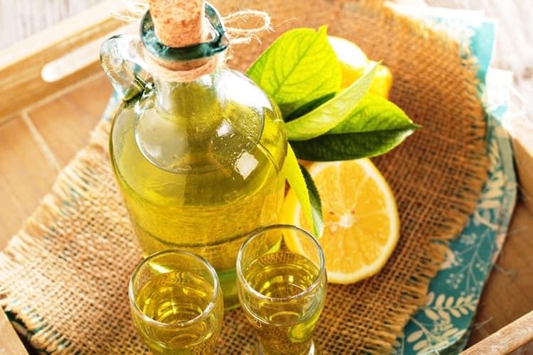 В состав ликера могут входить фрукты, ягоды, специи, а также сливки и даже яйца.