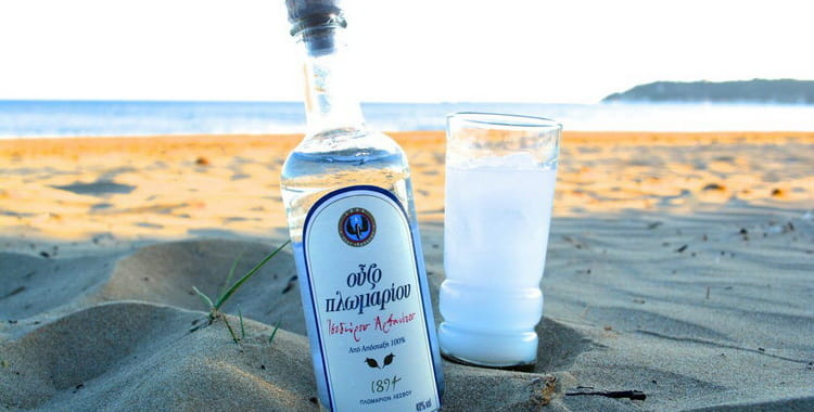 Крепкие алкогольные напитки Греции: Метакса, водка раки, узо, ципуро