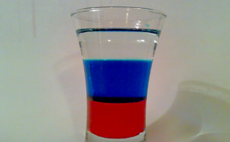 Коктейль Российский флаг можно очень легко приготовить даже в домашних условиях.