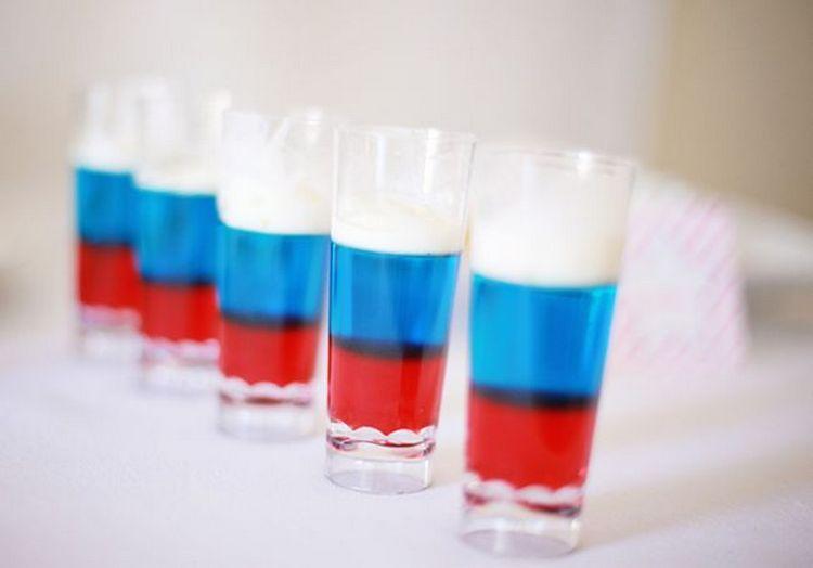Вот такой простой рецепт коктейля Российский флаг.