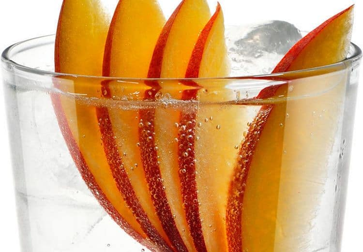 А вот вариант коктейля с персиком.
