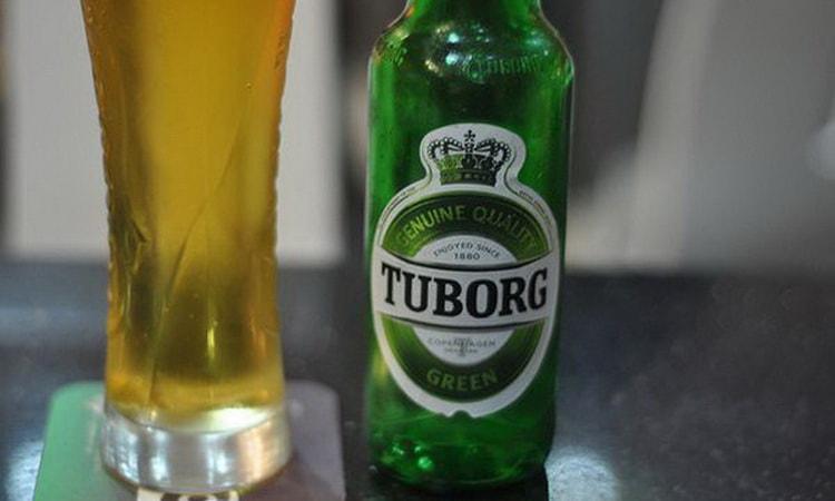 Пейте и наслаждайтесь пиво tuborg green