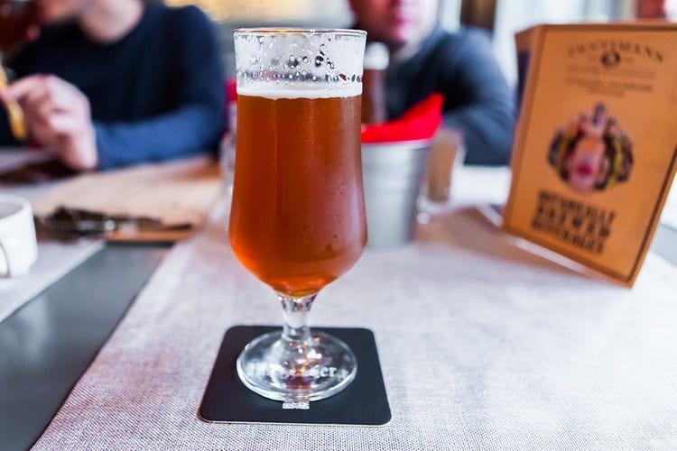 Пиво из порошка может быть как светлым, так и темным.