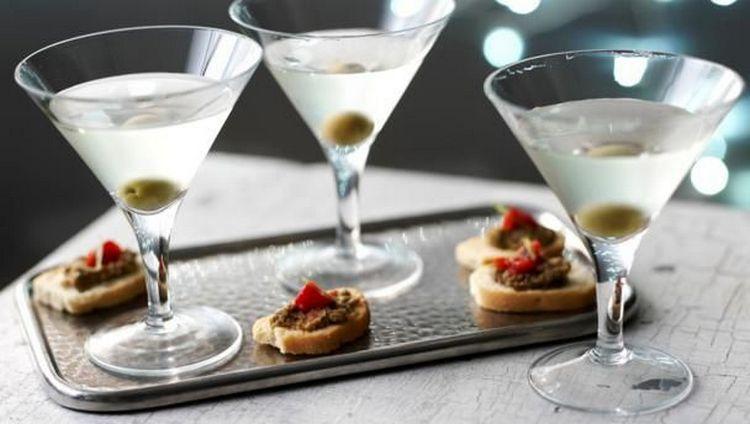 Что подают к мартини