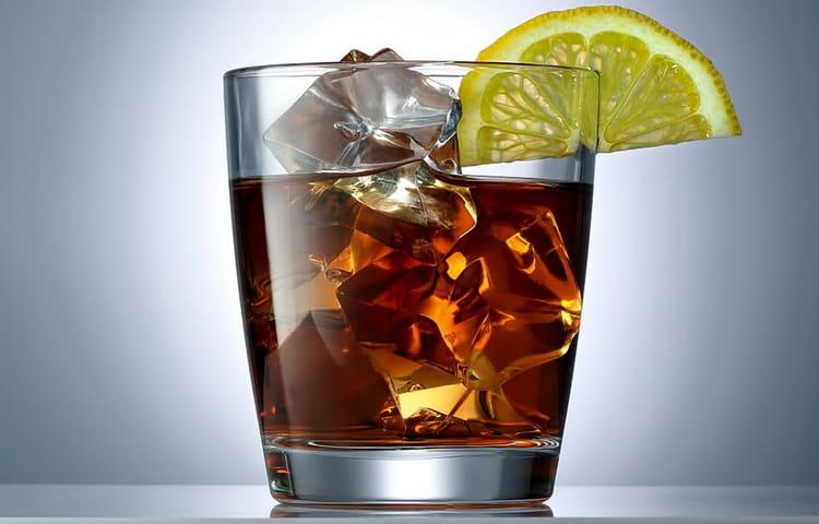 Еще один вариант, как пьется джин, это содовая или кола.