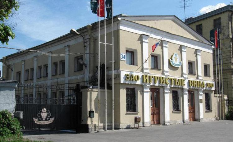 Производится напиток на заводе игристых вин в Санкт-Петербурге.