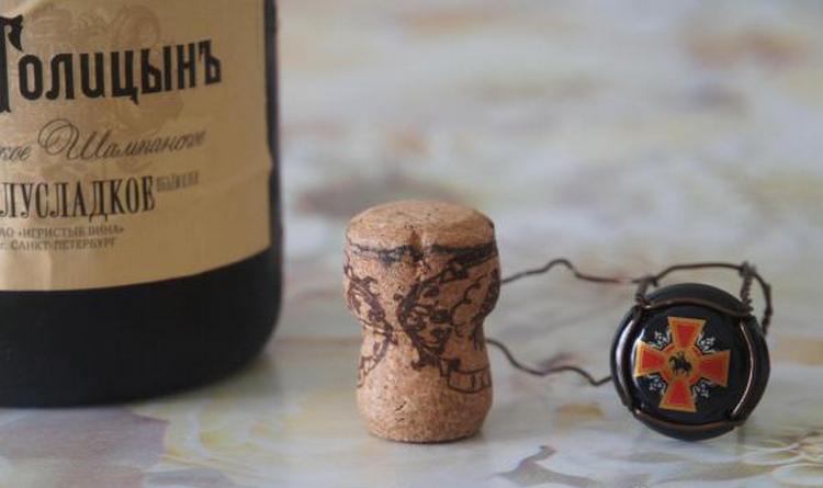 То, сколько градусов в шампанском Лев Голицын, завивисит от разновидности напитка.