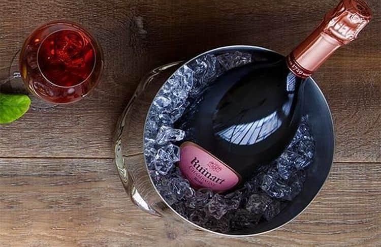 Нежнейший вкус и богатый аромат типичен для шампанского ruinart rose.
