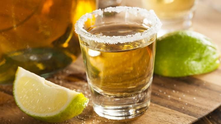 алкогольный шот рецепт золотистой текилы с лаймом и солью