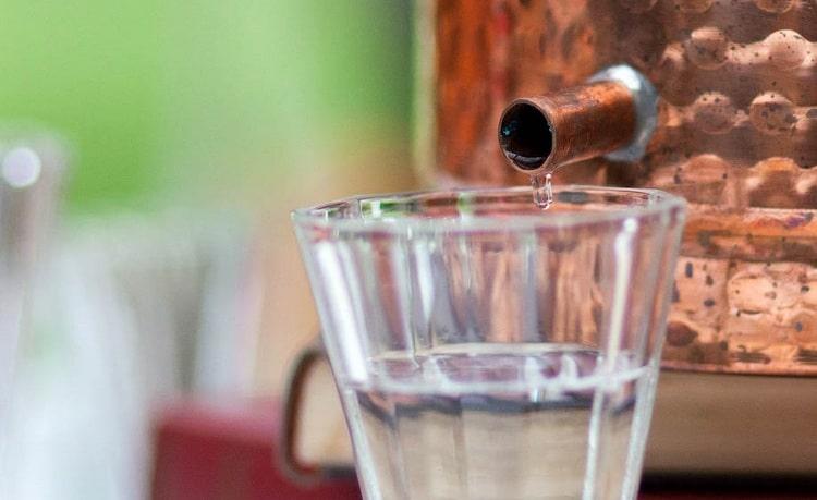 О том, что вреднее: водка или самогон, можно спорить долго.